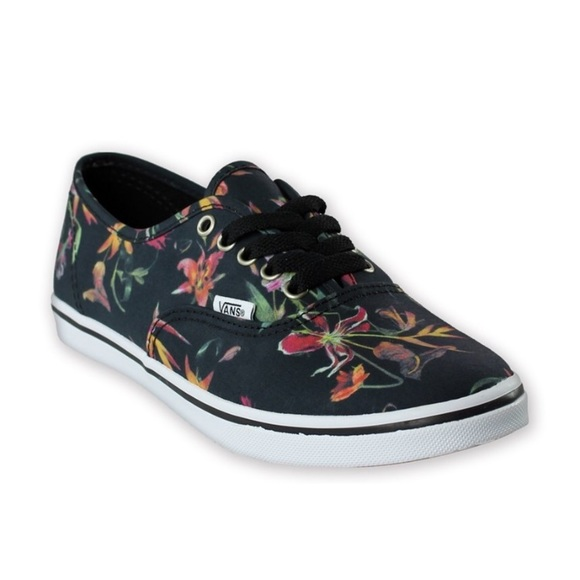 c76b6d0b43ce2f Vans Unisex Authentic Lo Pro Black Bloom Sneakers.  M 5ad91f01daa8f62fd1b5e2bb
